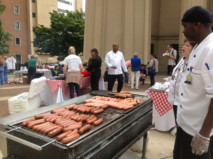VCU staff members served hot dogs, chips and drinks at the Pups on the Plaza event.